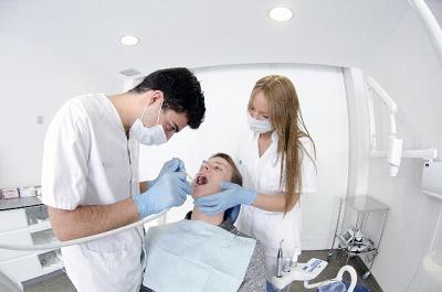 更年期,更年期障害,更年期の虫歯,唾液分泌量現象,更年期の口の渇き,女性ホルモン現象,唾液減少,唾液腺マッサージ