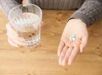 ホルモン補充剤、ホルモン剤を飲む